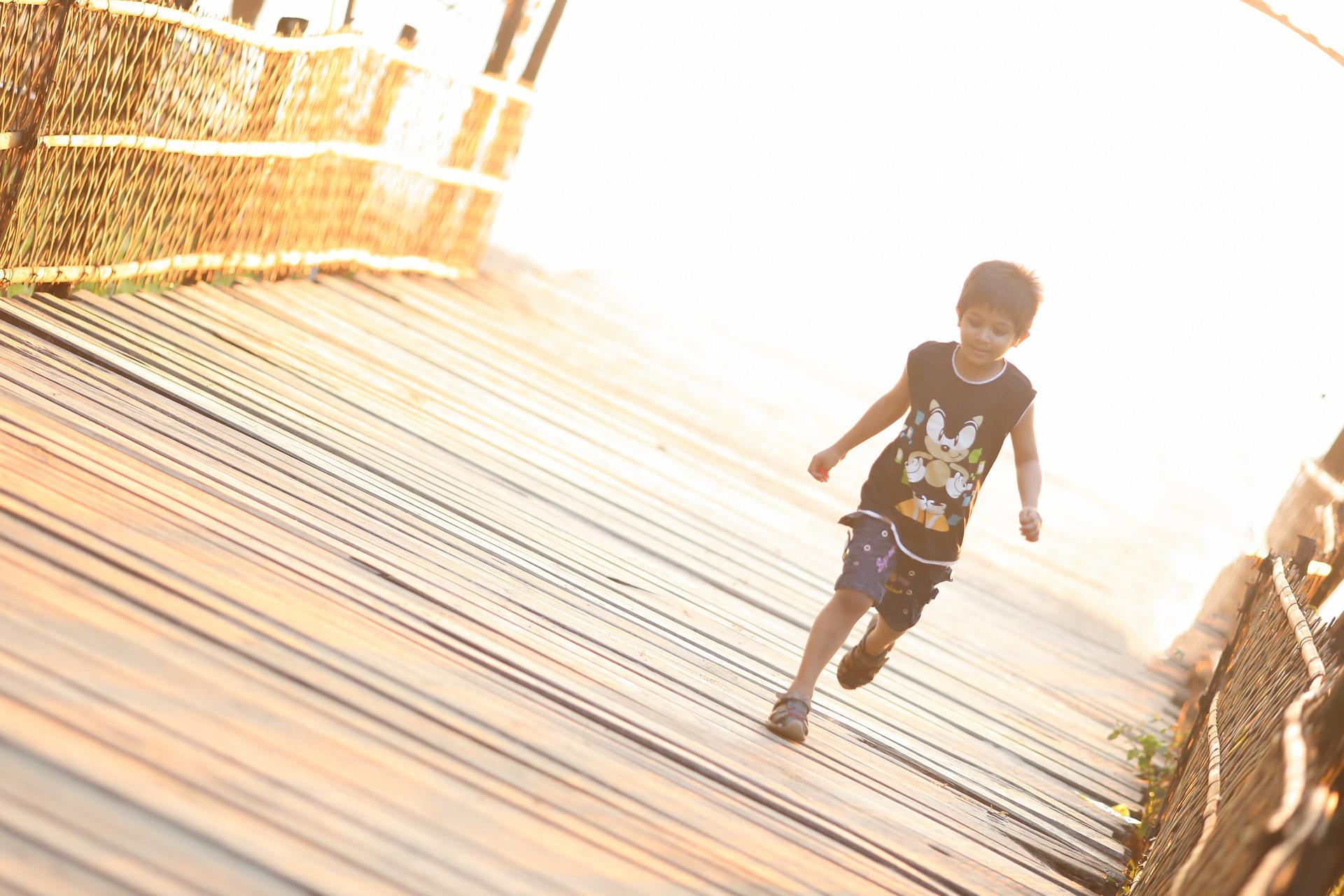 child-running-1082102_1920